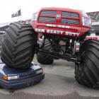 Monster trucki na Stadionie